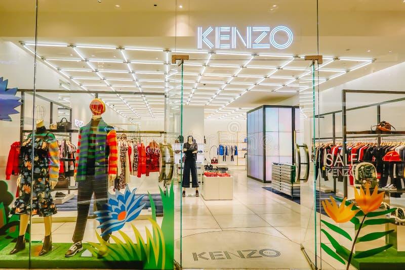 Kenzo Fashion Store i centrala Chidlom Kenzo är ett franskt lyxigt hus som grundas i 1970 av den japanska formgivaren Kenzo Takad fotografering för bildbyråer