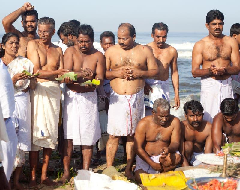 KERALA - 30 DE JULIO: Peregrinos hindúes fotos de archivo libres de regalías