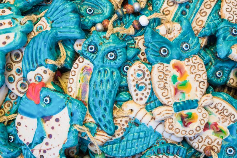Keramische Eulenzahl Blaue Augen formten Perlen des bösen Blicks stockbild