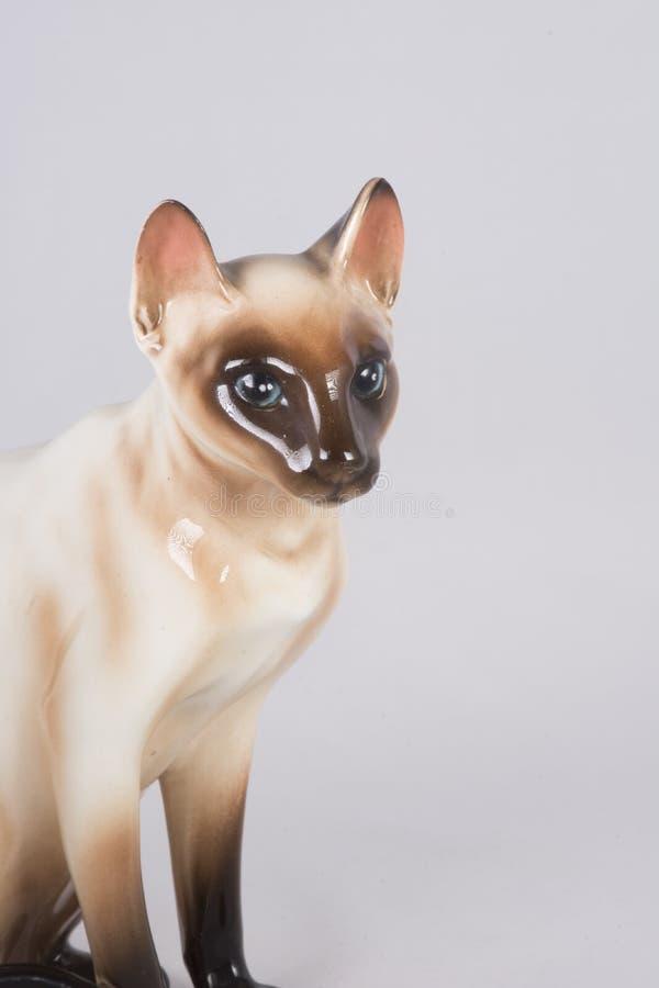 Keramische Figürchen der siamesischen Katze lizenzfreies stockbild
