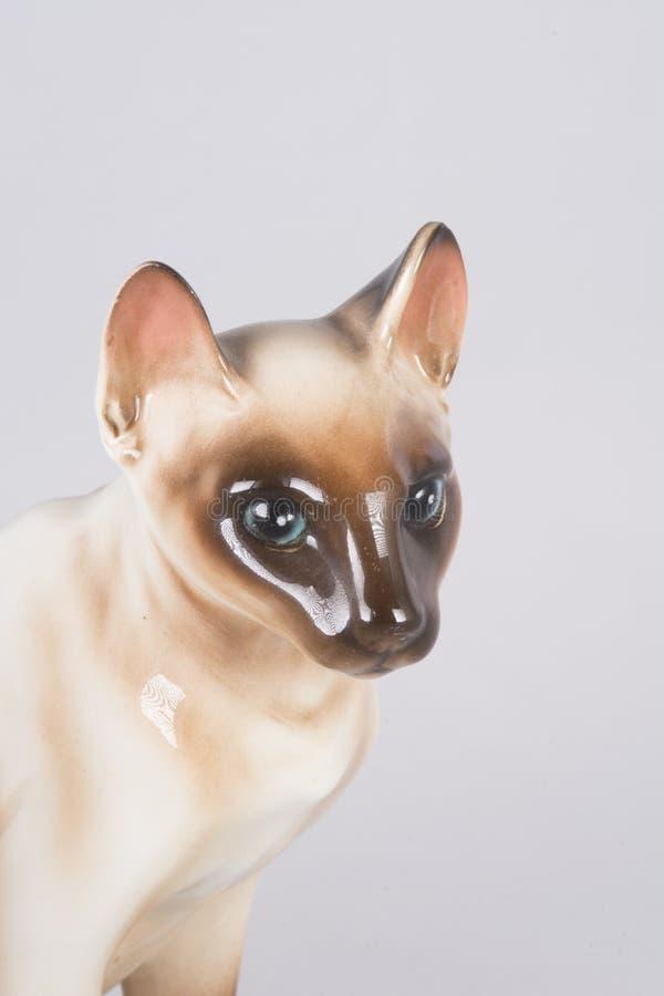 Keramische Figürchen der siamesischen Katze lizenzfreie stockfotos