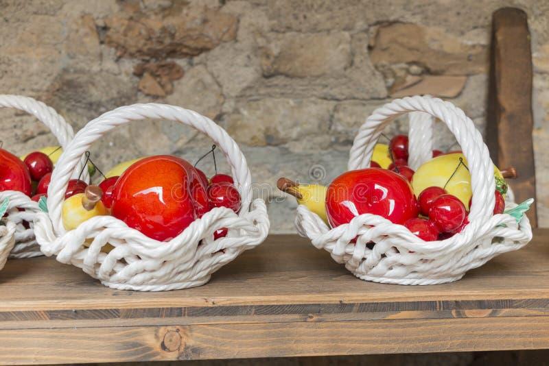 Keramische Frucht handgemacht stockbilder
