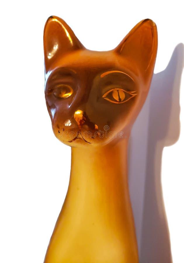 Keramische Katzenfig?rchen lokalisiert auf wei?em Hintergrund stockbild