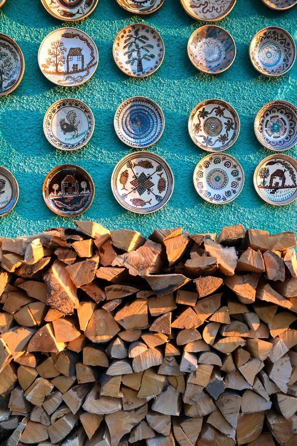 Keramische Platten und Andenken stockbilder