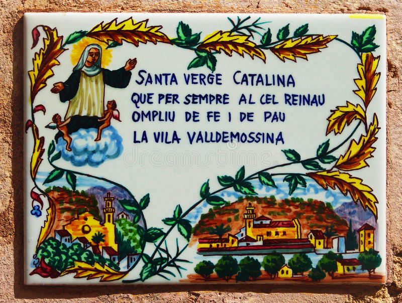 Keramische tegel van Heilige Catherine van Palma op de huismuur stock foto