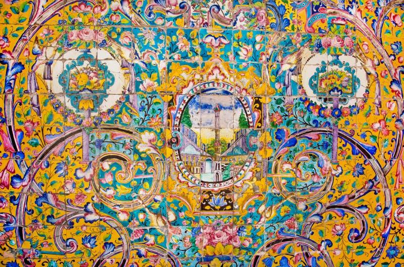 Keramische tegels met traditionele Perzische patronen op de mooie muren van het oude koninklijke paleis stock afbeelding