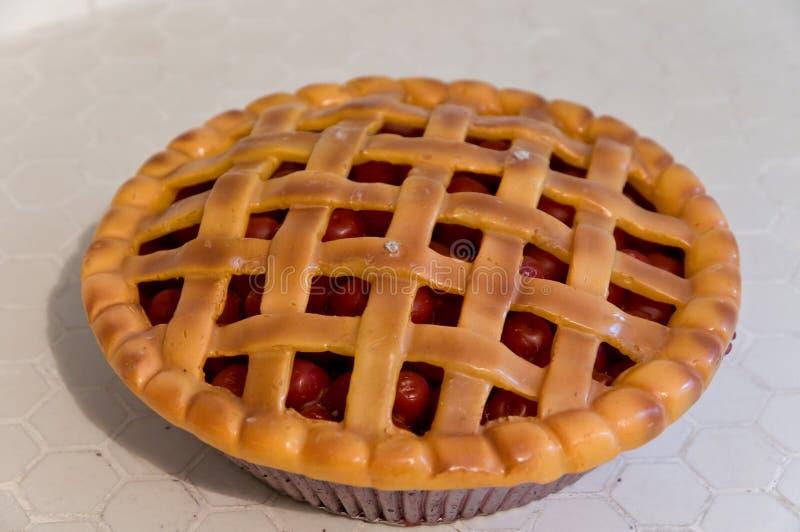 Keramische Torte der Weinlese Kirsch lizenzfreie stockfotos