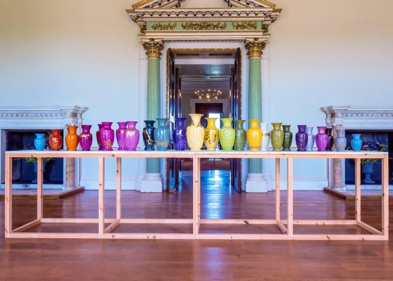 Keramische Vasen-Ausstellung an Croome-Gericht, Worcestershire lizenzfreie stockfotografie