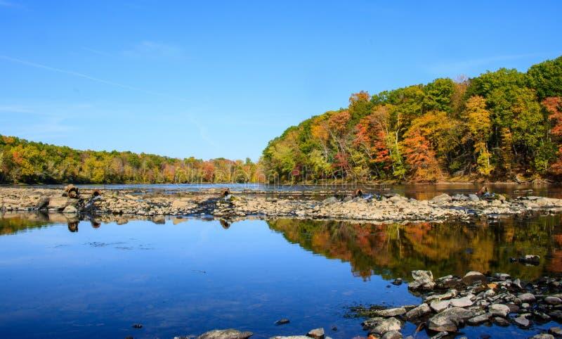 Keramische Wasserleitungen im Connecticut River lizenzfreies stockbild
