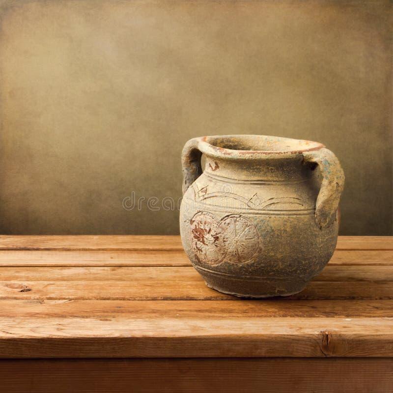 Keramischer Krug der Weinlese stockfoto