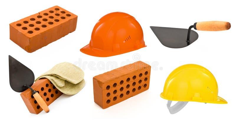 Keramischer Ziegelstein, Trowel, harte Hüte und Handschuh lizenzfreies stockbild