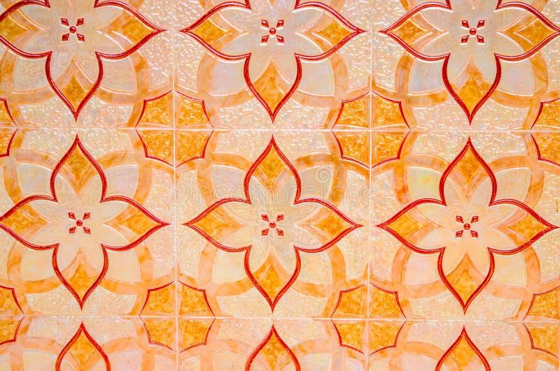 keramisk gammal tegelplatta för bakgrund Ljus orange tegelplattastenläggning i arabisk stil Orientalisk golvdekor arkivbild