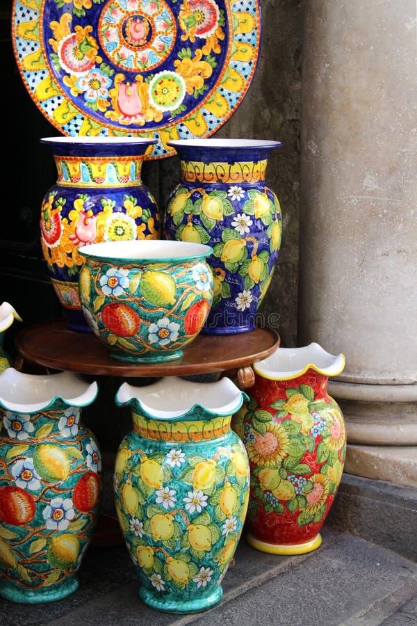 Keramisk maträtt för Amalfi kust royaltyfri bild