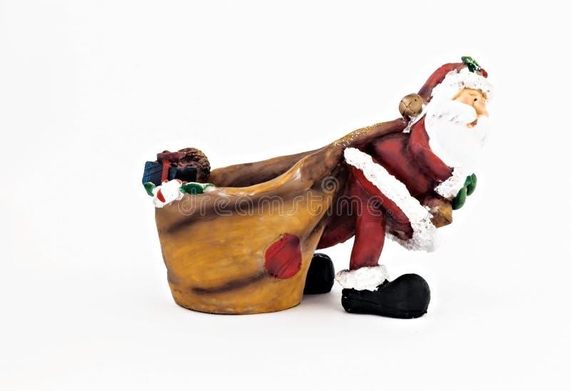 Keramisk statyett av Santa Claus med en isolerad stor säck arkivfoton