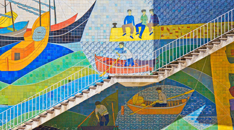 Keramiska Azulejos, trappa i Lisbon, Portugal royaltyfri bild