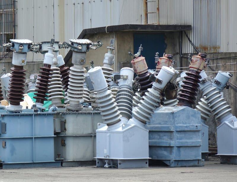 Keramiska isolatorer för hög spänning royaltyfri bild