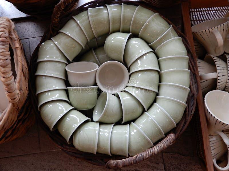 Keramiska lerkärlobjekt arkivbild