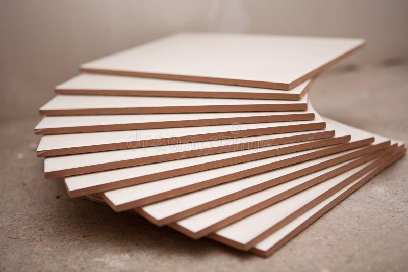 Keramiska tegelplattor i bunten arkivfoto