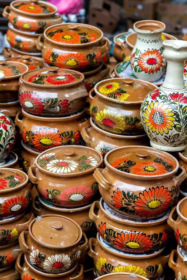 Keramiska vaser för traditionell blom- modell arkivbilder
