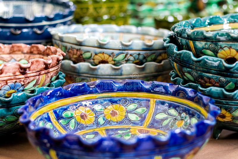 Keramiska vaser för traditionell blom- modell arkivfoto