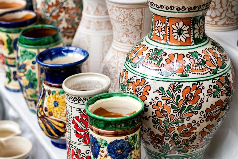 Keramiska vaser för traditionell blom- modell arkivfoton