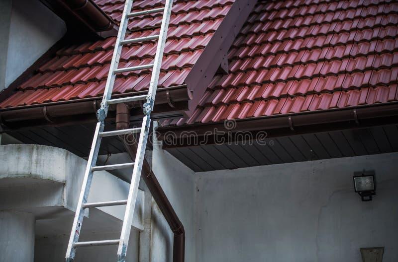 Keramiskt belägga med tegel för tak royaltyfri foto