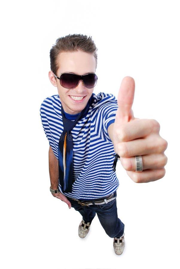 Kerel die duim-op teken toont royalty-vrije stock afbeelding