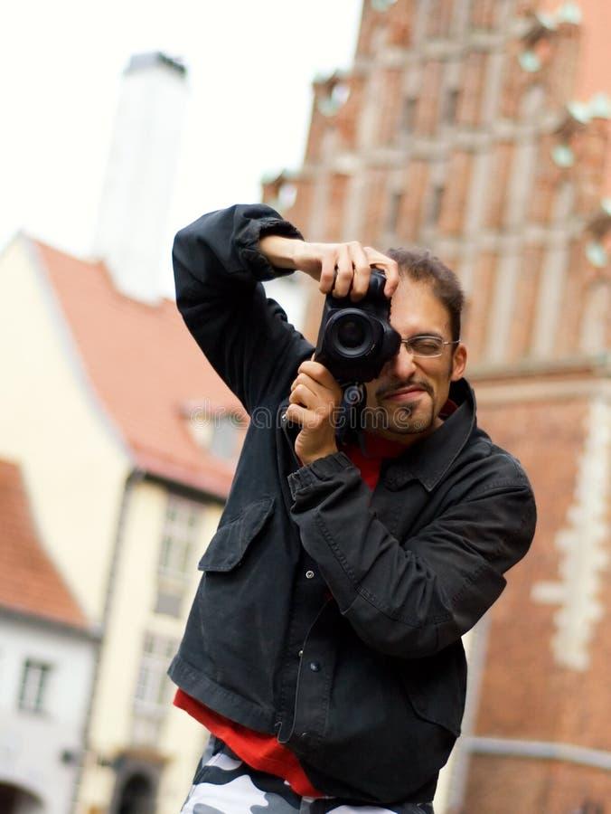 Kerel met een digitale camera stock foto's