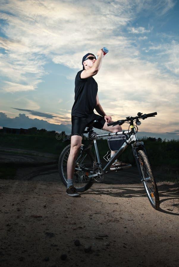 Kerel op fiets royalty-vrije stock foto's