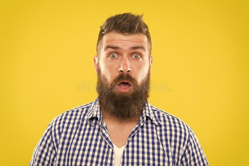 Kerel verraste gezichtsuitdrukking Hipster met baard en snor emotionele verraste uitdrukking Plattelander verraste macho stock afbeeldingen