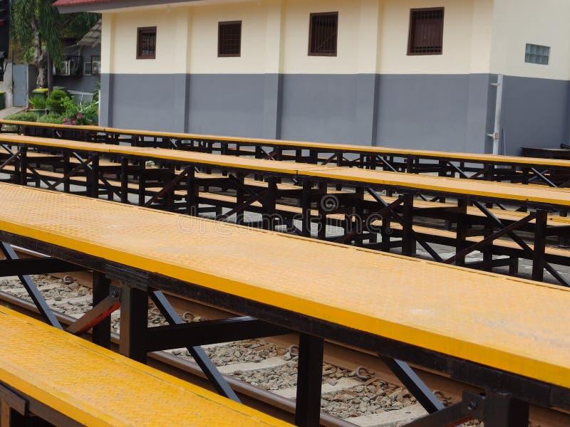 Kereta Rel Listrik conosciuta anche come 'Linea di commuter' a Jakarta in Indonesia immagini stock
