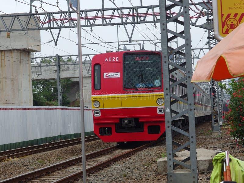 Kereta Rel Listrik conosciuta anche come 'Linea di commuter' a Jakarta in Indonesia immagine stock libera da diritti