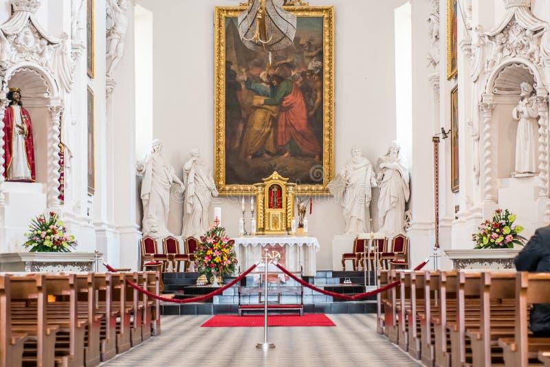 Kerk binnenlands altaar van St Peter St Paul kerk stock afbeeldingen