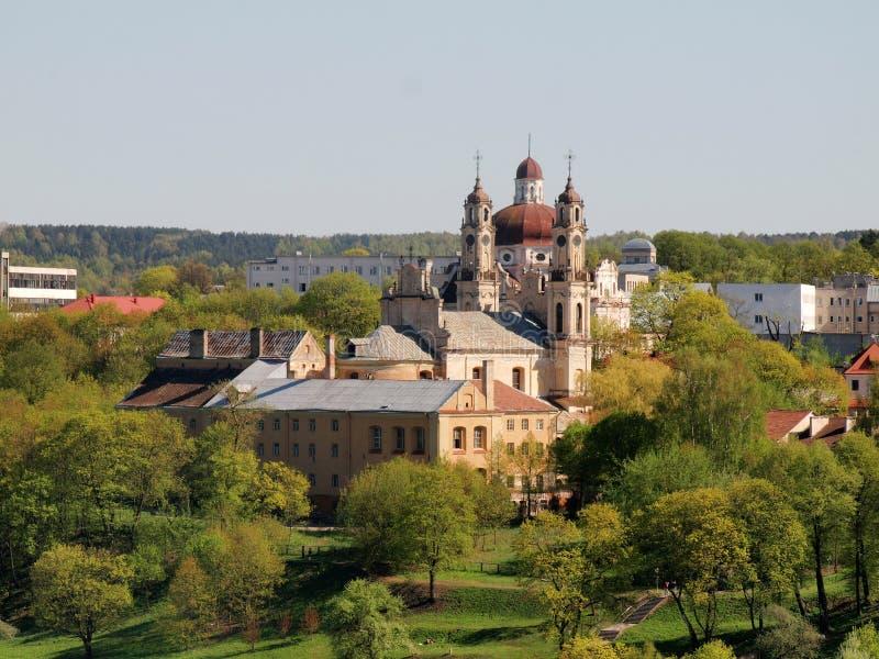 Kerk in de aard - Vilnius stadsmening. stock foto's