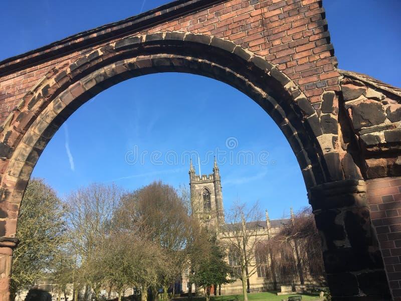 Kerk door de overwelfde galerij royalty-vrije stock foto's