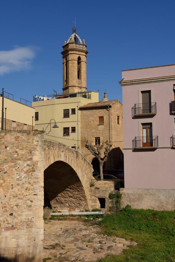 Kerk en brug, La Bisbal d'EmpordÃ, stock foto