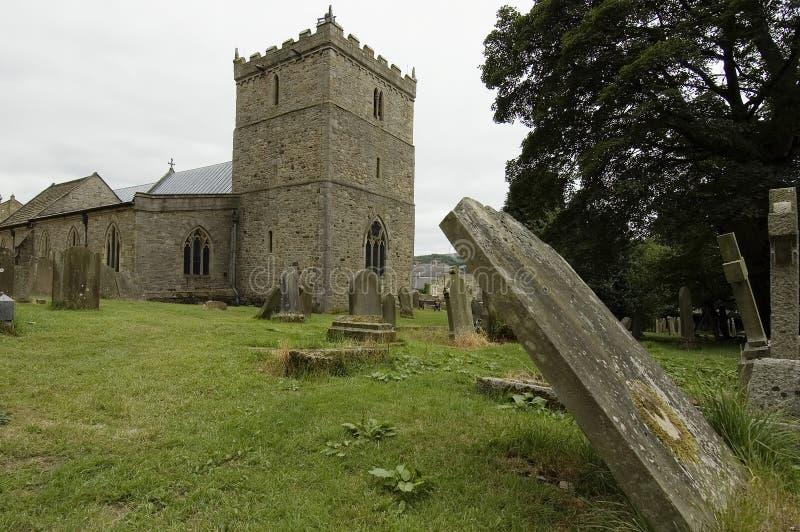 Kerk en kerkhof royalty-vrije stock afbeelding