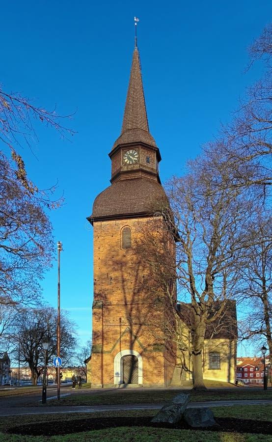 Kerk in Eskilstuna bij zonsondergang, Zweden stock afbeelding