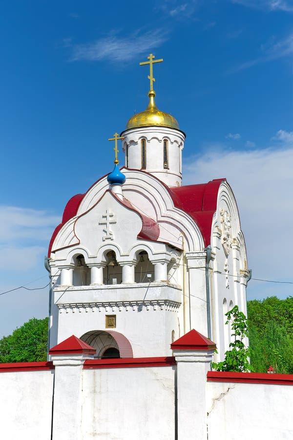 Kerk in het dorp Pleshcheyevo. Rusland. Het gebied van Orel. stock foto