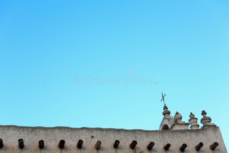 Kerk in het Midden-Oosten tegen een blauwe hemel royalty-vrije stock fotografie
