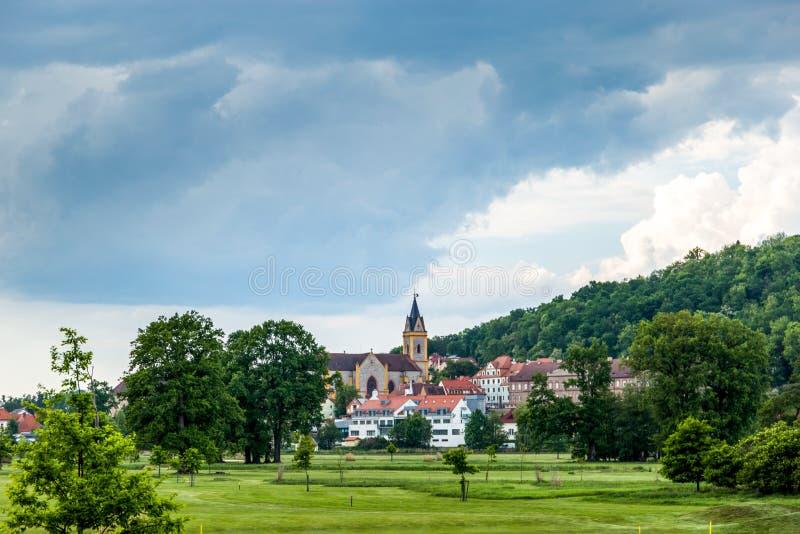 Kerk in Hluboka-nad Vltavou stock fotografie