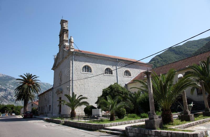 Kerk in kleine stad Prcanj in Montenegro stock foto