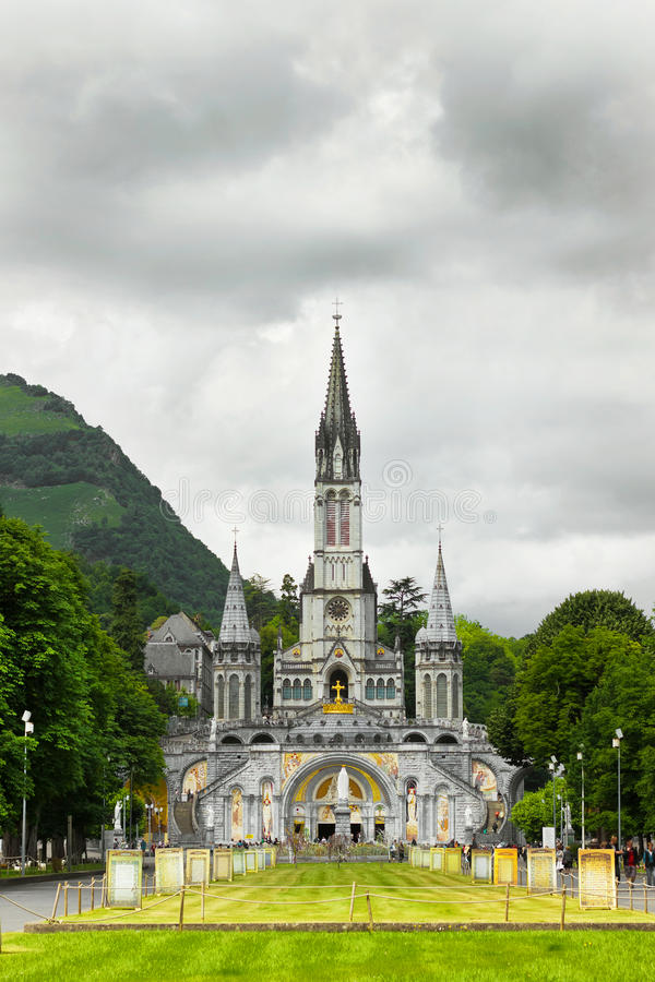 Kerk in Lourdes stock foto