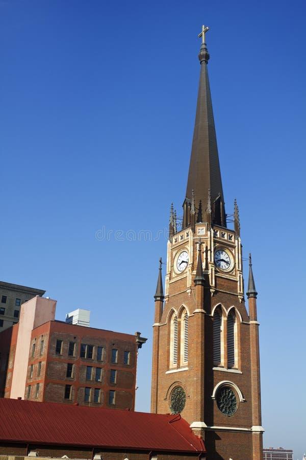 Kerk met de klokketoren stock afbeelding