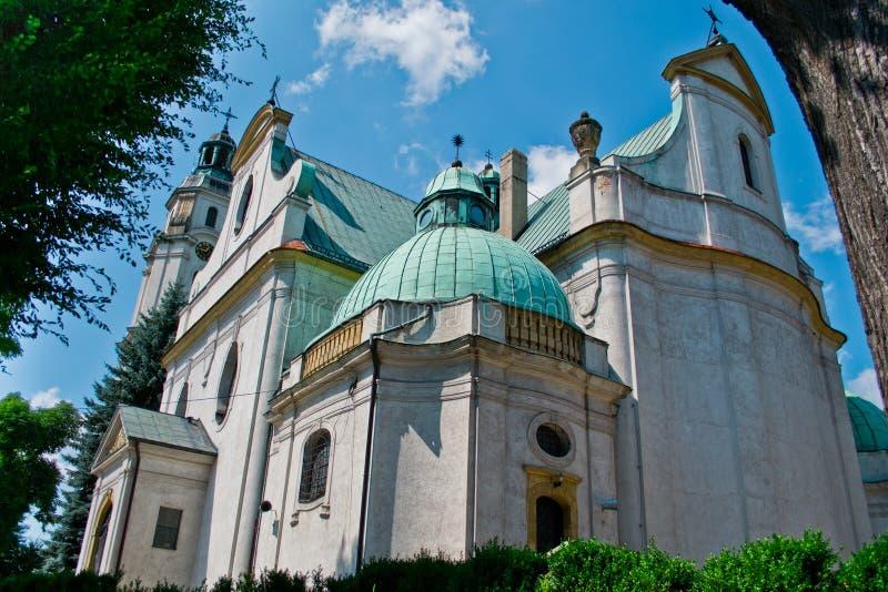 Kerk in Olesno, Polen stock foto