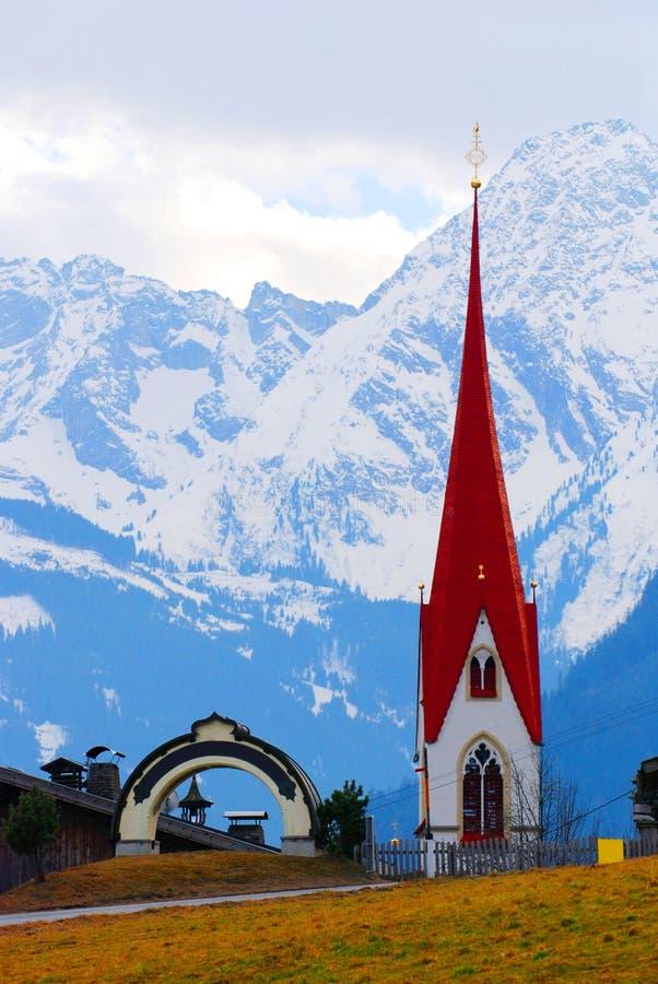 Kerk in Oostenrijkse bergen royalty-vrije stock foto