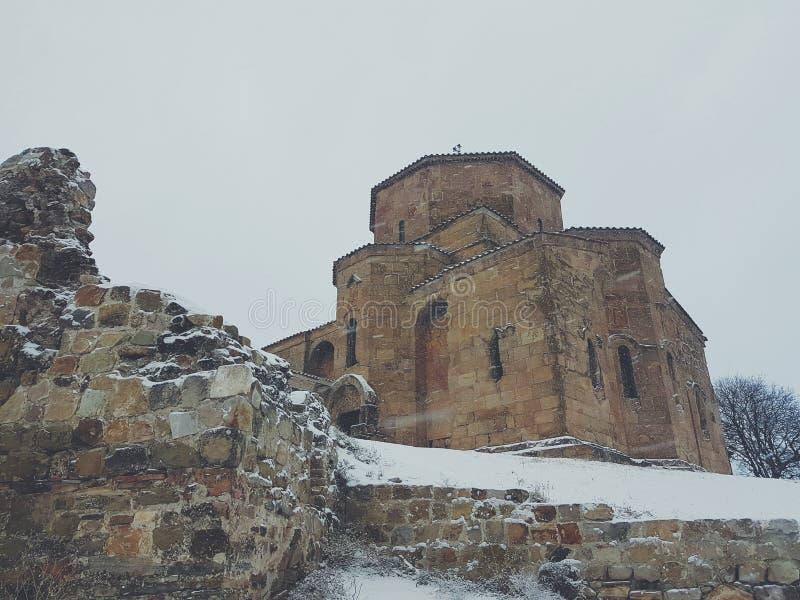 Kerk op een heuvel stock foto's