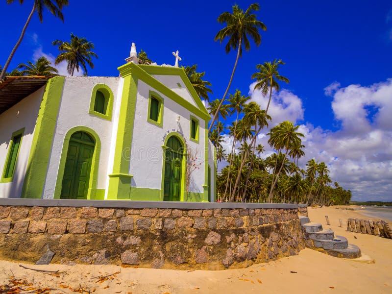 Kerk op het strand stock fotografie