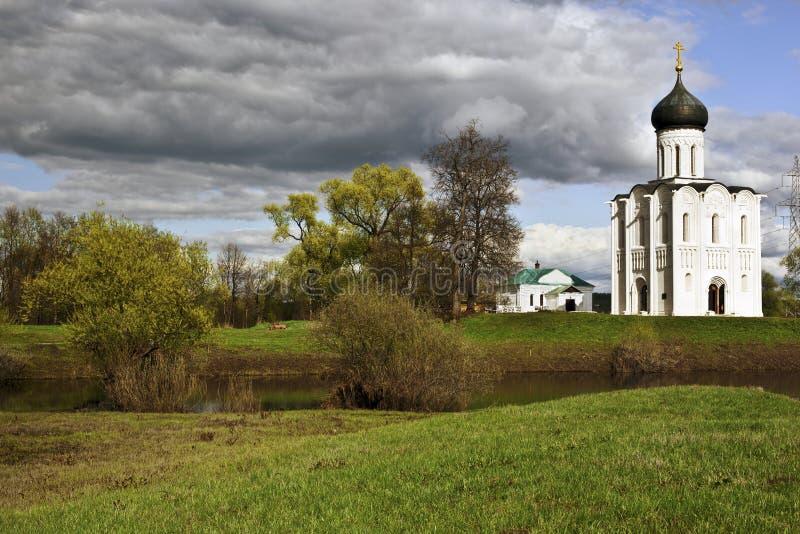 Kerk op rivier Nerl royalty-vrije stock afbeeldingen