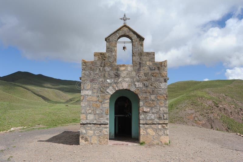 Kerk op vallei Calchaquíes dichtbij Salta stock afbeelding